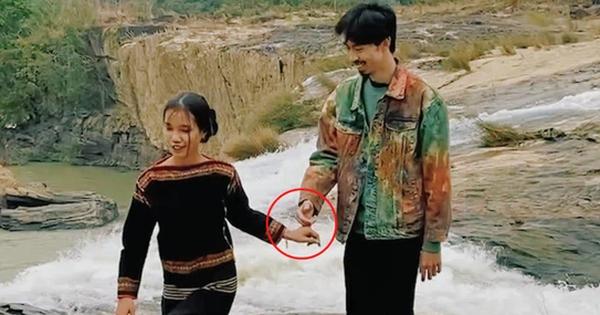 Đen Vâu đăng ảnh nắm tay 'H Lisa Niê' đúng ngày 8/3, còn thả thính các thứ nhưng nhìn kiểu gì cũng thấy sai sai!