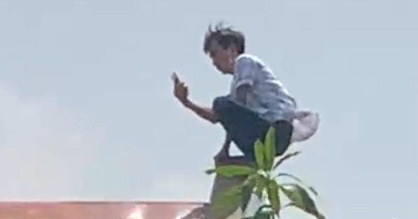 Nam thanh niên 'làm xiếc' trên nóc nhà, la hét 'tìm sóng điện thoại' rồi lộn cổ xuống đất