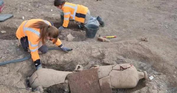 Mộ cổ lạ trên ''đảo kho báu'': 40 người bị ''niêm phong'' trong bình rượu khổng lồ