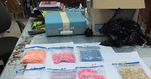 Nam tài xế Grab tường trình bị ''bom hàng'' hơn 1.000 viên ma túy tổng hợp