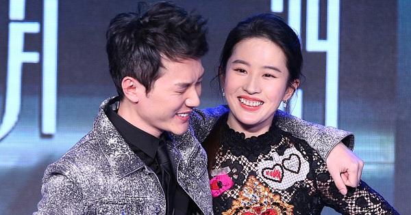 Vừa ly hôn với Triệu Lệ Dĩnh, Phùng Thiệu Phong đã yêu ngay Lưu Diệc Phi, cặp đôi hoá ra ''phim giả tình thật''?