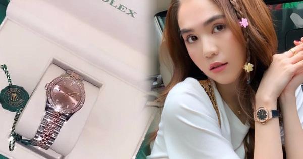 Ngọc Trinh được bạn thân tặng đồng hồ mới giá khủng sau vụ mất trộm BST 15 tỷ chấn động Vbiz
