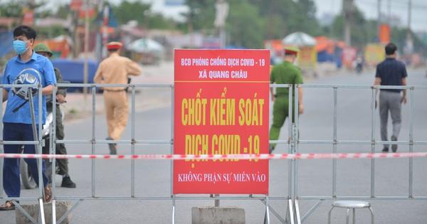 Ảnh: Bắc Giang lập chốt phong toả huyện Việt Yên sau khi phát hiện ổ dịch Công ty Hosiden, hàng chục nghìn người bị cách ly