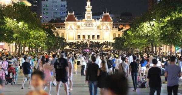 Khẩn: TP.HCM tiếp tục ra công văn hạn chế tập trung đông người ở phố đi bộ Nguyễn Huệ, Bùi Viện và công viên
