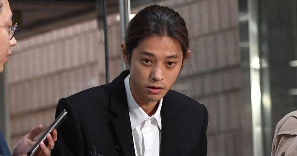 Biến mới Kbiz: Đang ngồi tù, Jung Joon Young bị bạn gái cũ đệ đơn lên hẳn Nhà Xanh tố làm trò đồi bại sau 5 năm huỷ kiện