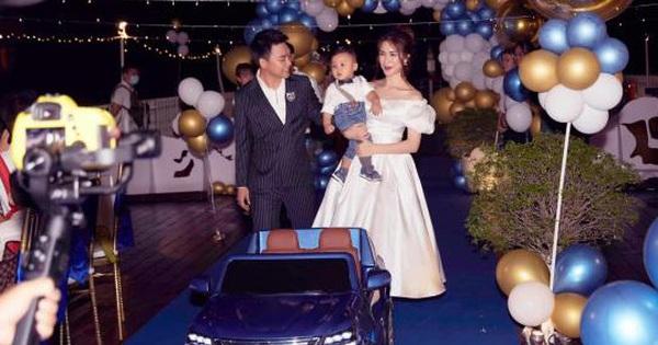 Lộ ảnh hiếm cả gia đình Hoà Minzy trong tiệc thôi nôi của quý tử, tổ chức hoành tráng trên du thuyền mà giữ kín như bưng