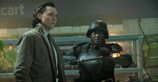 Netizen ''rớt não'' vì bom tấn Loki tập 2: Marvel đánh kèo ''siêu lú'', Việt Nam cũng xuất hiện gây bất ngờ tột độ!