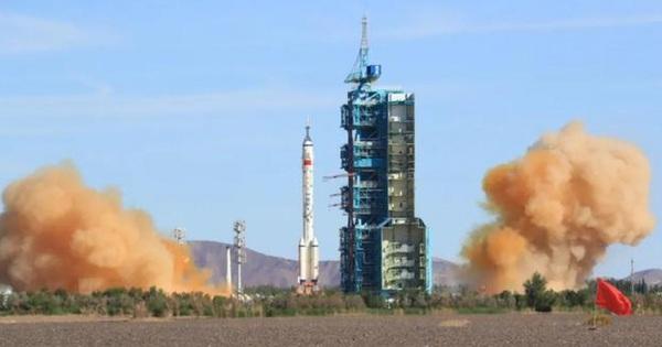Trung Quốc phóng thành công tàu Thần Châu-12 đưa người lên trạm vũ trụ