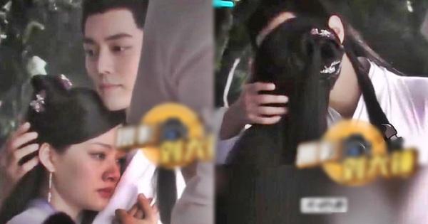 Tiêu Chiến ''khóa môi'' bạn diễn Gen Z đắm đuối ở hậu trường Ngọc Cốt Dao, chị em ôm nhau khóc: ''Hôn nữa đi em chịu được!''