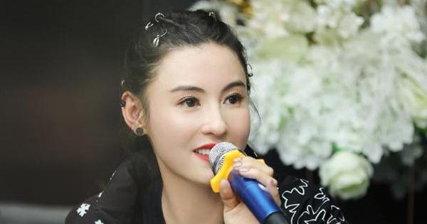 Giữa tin đồn Vương Phi sinh con ở tuổi 51, Trương Bá Chi bỗng có phát ngôn về Tạ Đình Phong nghe mà thấy xót xa