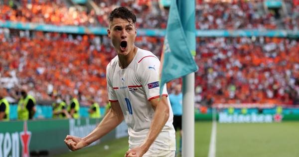 Trai đẹp Schick lại 'nổ súng' hạ gục Hà Lan, đe dọa ngôi Vua phá lưới của Ronaldo