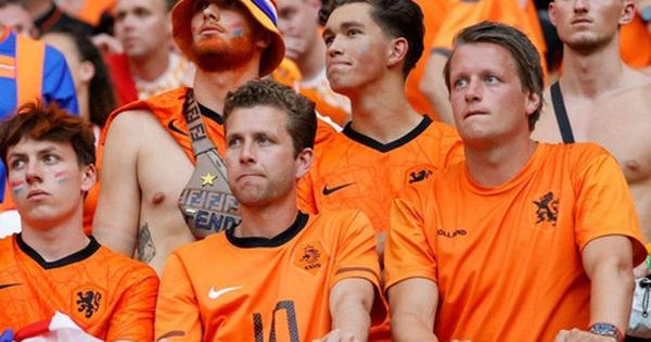 Hành trình cảm xúc của fan Hà Lan từ vui sướng tới thất vọng trong ngày đội nhà thua sốc trước CH Séc
