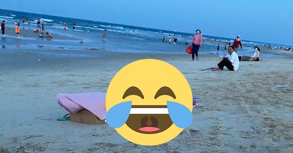 Đang ở giữa bãi biển, cô nàng thản nhiên nằm xuống bãi cát làm một chuyện khiến ai cũng ái ngại