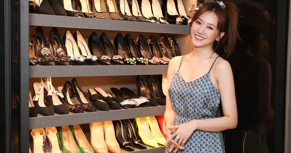 Cuối cùng Hari Won cũng lộ trọn vóc dáng giữa tin đồn mang thai, ai dè tủ giày siêu khủng bên cạnh thành tâm điểm
