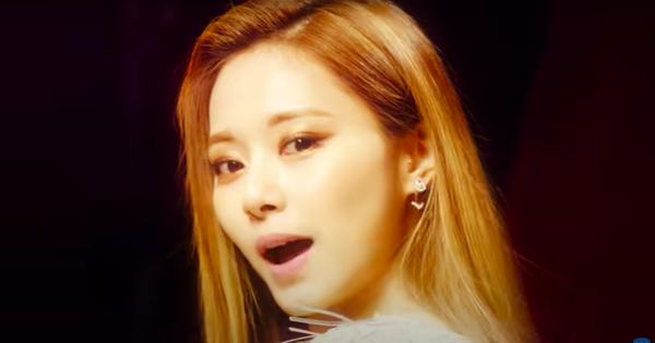 TWICE tung teaser mới: Tzuyu chiếm spotlight với đôi môi 'bay màu', Nayeon lấn sân sản xuất MV trông xịn cực
