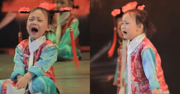 Nàng 'tiểu cách cách' hot nhất MXH Việt - Trung những ngày qua: Khóc thảm thiết nhưng vẫn trách nhiệm múa đến hết bài!