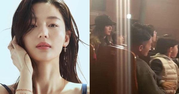Hết bị đồn ly hôn, nay quý tử hào môn nhà 'mợ chảnh' Jeon Ji Hyun lại bị nghi nhận biệt đãi của trường quốc tế danh tiếng