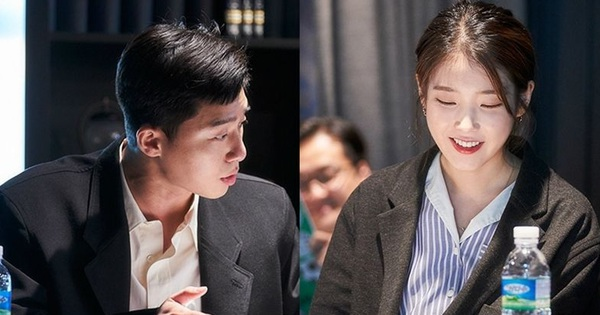 'Ông chủ' Park Seo Joon và chị Nguyệt IU choảng nhau tóe khói trong buổi đọc kịch bản phim mới