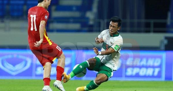 Chứng kiến cầu thủ Indonesia liên tụ