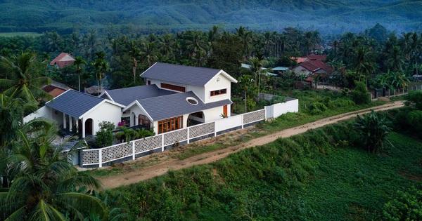 Chuẩn con trai nhà người ta: Chàng 8x xây nhà 200m2 giữa núi đồi Bình Định tặng bố mẹ, đặt tên An Lão