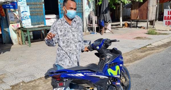 Lợi dụng người dân đi cách ly, đột nhập lấy trộm xe máy rồi hì hục dắt bộ thì gặp cảnh sát