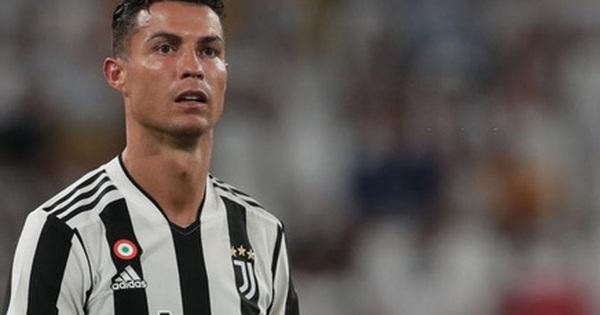 Ronaldo bất ngờ bị fan chỉ trích thậm tệ, đòi đuổi khỏi CLB sau khi thực hiện một việc mà 'bất kỳ cầu thủ nào cũng làm'