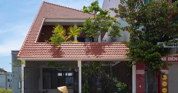 'Nhà chóp nón' nổi bật nhất khu phố với hệ mái ngói đỏ rực rỡ, thiết kế thuần Việt bước đến đâu thấy 'chill' đến đó
