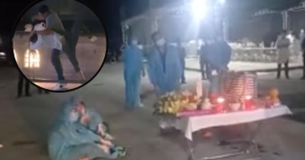 Người thân oà khóc nức nở trong giây phút đón nhận tro cốt của nam thanh niên bị sát hại ở Nhật về với vòng tay gia đình, quê hương