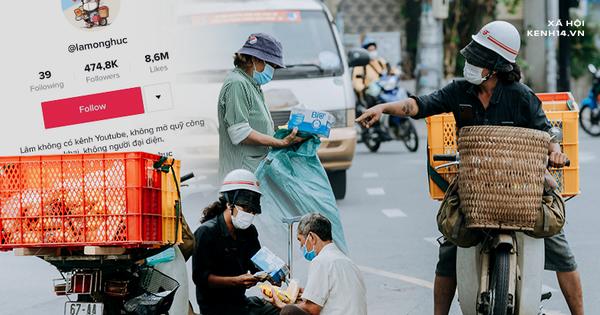 Theo chân 'hot TikToker' Lâm Ống Húc - chàng trai chạy xe máy phát bánh mì, khẩu trang và rất nhiều yêu thương cho bà con nghèo ở Sài Gòn