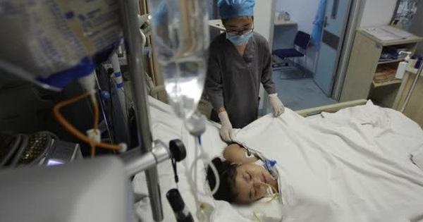 Bé gái 7 tuổi nhập viện cấp cứu trong tình trạng sốt cao, viêm loét khắp người vì cách diệt muỗi nguy hiểm của bà ngoại mà rất nhiều người thường làm