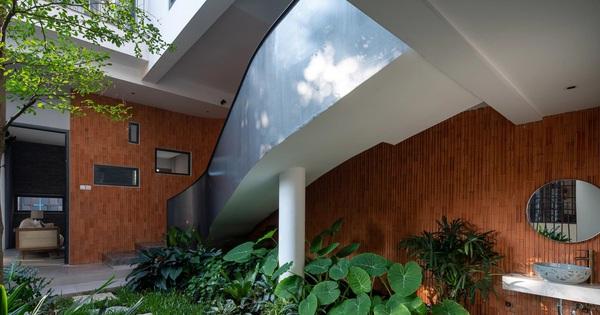 Nhà phố 'chill' như resort với phong cách nhiệt đới, cả vườn lẫn hồ bơi mini đều đúng chuẩn nghỉ dưỡng tại gia