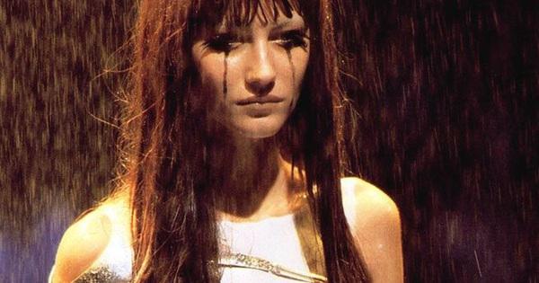 Siêu mẫu Gisele Bündchen từng bật khóc vì phải diễn bán khoả thân năm 18 tuổi, nhưng đó lại là cú hích đẩy cô thẳng tới đỉnh vinh quang