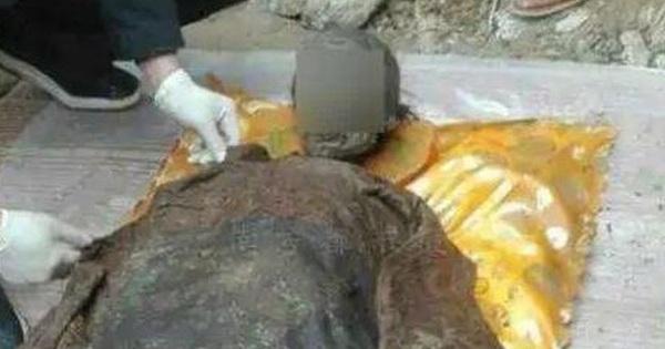 Mộ cổ của 'Bao Thanh Thiên' thời nhà Minh được tìm thấy, bật nắp quan tài, thi thể liền chuyển màu đen: Ai cũng sửng sốt!