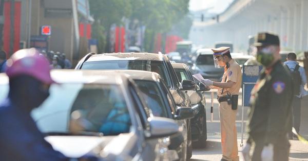 Hà Nội không cấm người từ tỉnh khác vào thành phố, vẫn duy trì 22 chốt kiểm soát tại các cửa ngõ Thủ đô