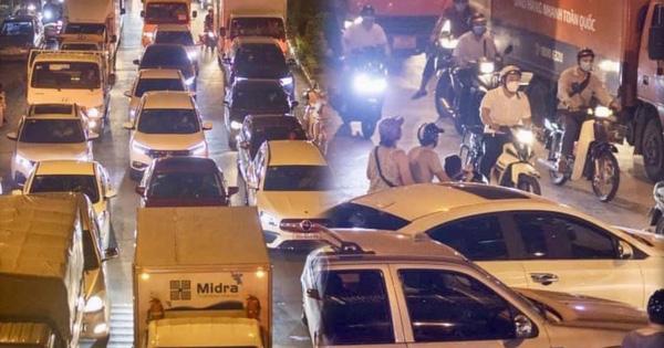 Hà Nội: Tuyến đường qua khu đô thị Xa La bất ngờ ùn tắc kéo dài trong ngày giãn cách cuối cùng