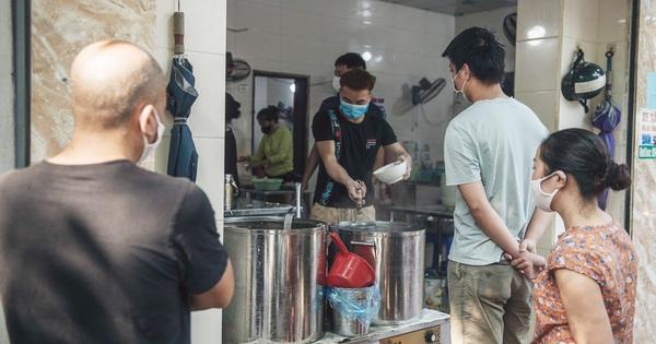 Hà Nội chuyển áp dụng Chỉ thị 15, cho phép mở lại tiệm cắt tóc, cửa hàng ăn uống được bán mang về