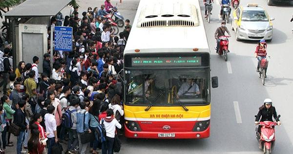 Hà Nội tiếp tục ngừng hoạt động taxi, xe buýt, chưa mở lại đường bay thương mại