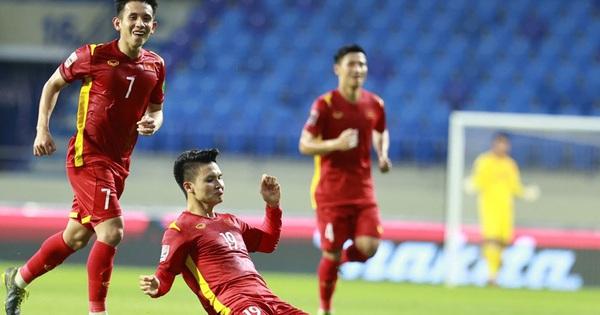 """Netizen Trung trầm trồ trước màn thể hiện của Quang Hải, lo lắng cho đội nhà: """"Trung Quốc sẽ thua Việt Nam mất"""""""