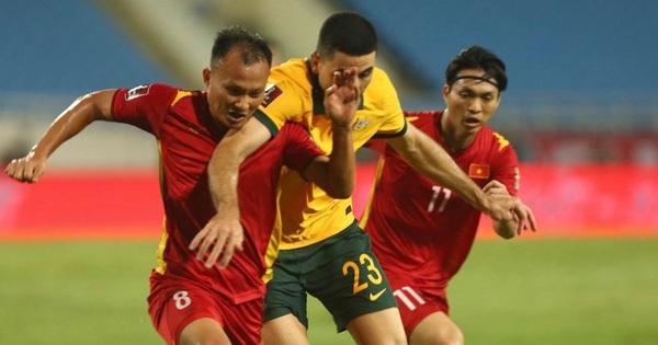 Netizen Trung Quốc: 'Australia ăn 3 điểm của Việt Nam rõ khó khăn mà sao đá với đội mình lại dễ thế nhỉ?'