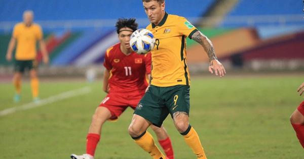 Fan Việt Nam 'tấn công' fanpage của tuyển Australia