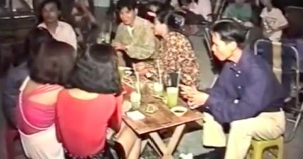 Video hiếm về hàng quán Sài Gòn thời chưa có smartphone 'thống trị', xem xong ai cũng bồi hồi: Giới trẻ ngày nay làm gì hiểu được!
