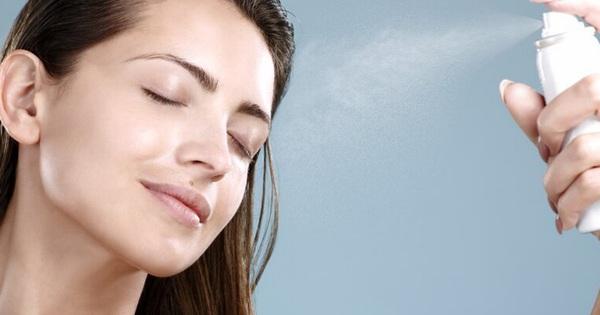 """Những dấu hiệu cho thấy làn da bạn đang """"kêu cứu'' trong ngày hè và cách khắc phục"""