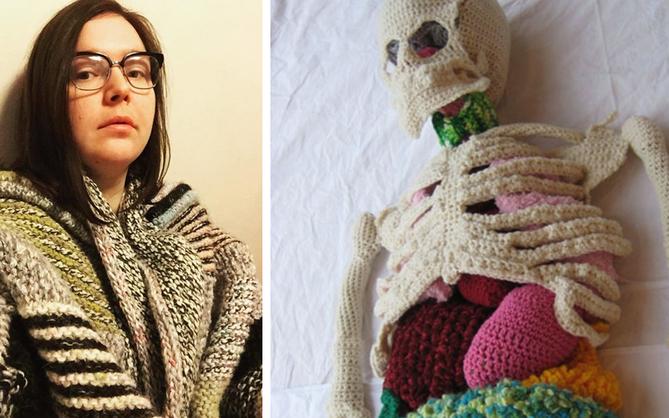 Cô nàng rảnh rỗi đan nguyên một bộ xương bằng len, có đủ cả lục phủ ngũ tạng và… một bữa ăn đang tiêu hóa dở