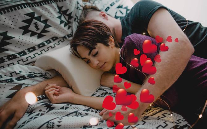 Không dành cho người ế: Chiếc gối chống tê tay khi gấu muốn ôm nhau đi ngủ kiểu úp thìa