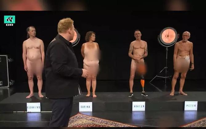 """Show truyền hình Đan Mạch gây tranh cãi vì để thí sinh """"trần như nhộng"""" trước mặt trẻ con"""