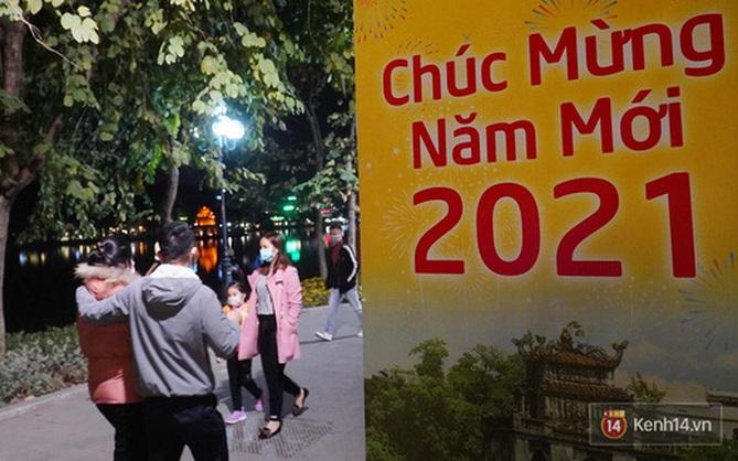 """Hà Nội 8 độ C chào 2021, combo đầu năm """"chơi xuyên đêm ngủ nguyên ngày"""" thật quá hoàn hảo"""