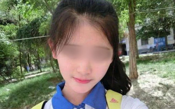 """Vượt 300 cây số gặp bạn trai quen qua mạng, thiếu nữ 15 tuổi bị cho """"leo cây"""" vì lộ mặt thật, phải đến đồn cảnh sát nhờ giúp đỡ"""