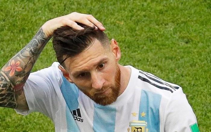 Image result for Fan Messi nhảy sông tự tử sau trận thua sốc của Argentina
