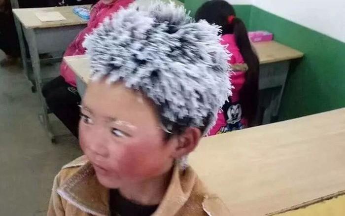 8cc3b8e7e4c Bức ảnh cậu bé Trung Quốc tóc đông đá đi bộ 5km tới trường dưới trời âm 9  độ C