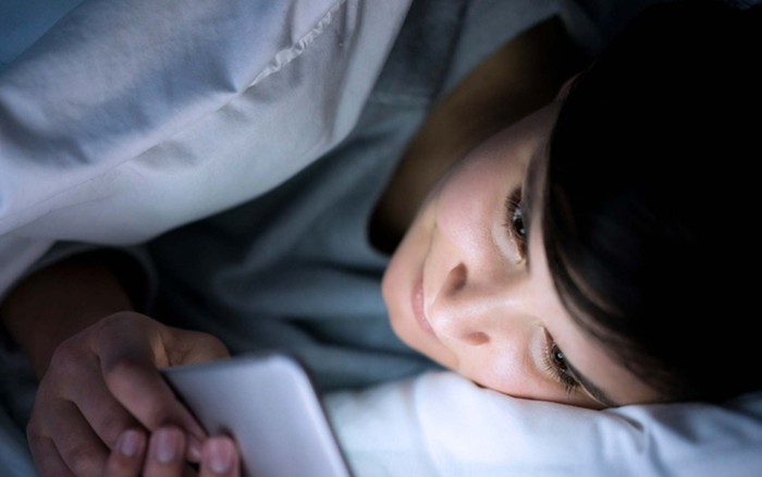 Cứ mắc phải những thói quen này trước khi ngủ sẽ khiến bạn tăng cân vùn vụt